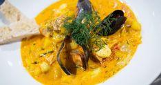 Saffransdoftande fisksoppa med piggvar, lax, blåmusslor och hemgjord räkfond.