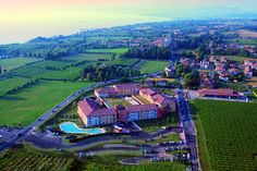 Hotel Parchi del Garda - Lazise ... Garda Lake, Lago di Garda, Gardasee, Lake Garda, Lac de Garde, Gardameer, Gardasøen, Jezioro Garda, Gardské Jezero, אגם גארדה, Озеро Гарда ... Welcome to Hotel Parchi del Garda Lazise. Hotel Parchi del Garda is a brand new 4 stars hotel located just 900 meters away from Lake Garda shores, between the towns of Peschiera del Garda and Lazise. The Hotel is strategically situated among the most famous Theme Parks of Northern
