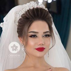 Pin by Verwirrend on hochzeitsfrisuren in 2019 Wedding Hairstyles For Women, Indian Hairstyles, Bride Hairstyles, Cute Hairstyles, Bridal Hair And Makeup, Bride Makeup, Wedding Hair And Makeup, Hair Makeup, Makeup Lips