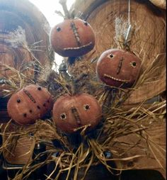 Wee Punkins n Pokes e pattern Primitive Halloween Decor, Primitive Autumn, Primitive Pumpkin, Primitive Crafts, Primitive Christmas, Americana Crafts, Primitive Stitchery, Cowboy Christmas, Christmas Diy