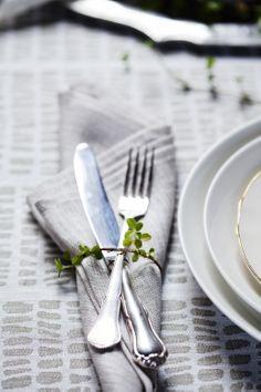 PALTTINA napkins, 100% linen  KAARNA tablecloth, 100% linen  Design Dora Jung. Made by Lapuan Kankurit