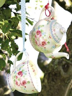 Tetera y taza de té de cerámica Simone, de Greengate