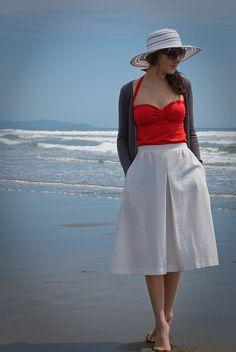 Love this vintage-y beach style.