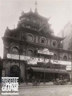 BA-Ta-Clan - 50 Boulevard Voltaire. Paris XIe. (photo de Charles Lansiaux (1855-1939). Paris, musée Carnavalet) ==> https://fr.wikipedia.org/wiki/Bataclan
