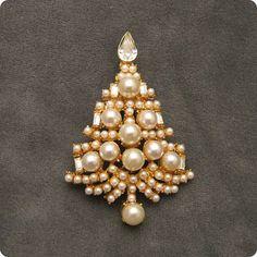Vintage Christmas Tree Brooch Pearl P4950