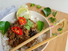 Best Ever Slow Cooker Beef Rendang Rice Recipes, Pork Recipes, Beef Rendang Recipe, Curry Ingredients, Cantonese Food, Grain Salad, Beef Salad, How To Cook Beef, Slow Cooker Beef