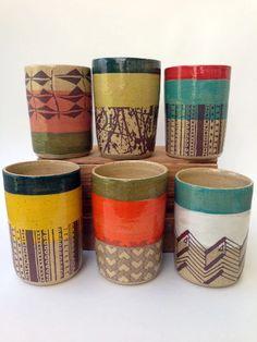 1 skrapa mönster 2 mörker slip 3 skrapa bort så det blir jämt 4 glasera med olika färger. Cathy Terepocki