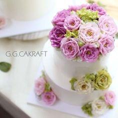 buttercream flowercake Done by student came from Thailand. - - #ggcakraft #buttercreamflowers # koreanflowercake #klflowercake #cake #cakeicing #buttercream #flowers #flowercake #buttercreamflowers #blossom  #bakingclass #baking #weddingcake #버터크림케이크 #꽃 #buttercake #플라워케이크 #버터크림 #버터플라워케이크 #버터크림플라워케이크 #glossybuttercream
