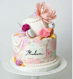 nekem nagyon szuper hogy ijen tortákat nézegetek