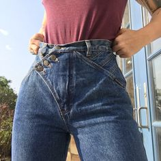 eee94737a8ed Another beautiful pair of Western Ethics jeans. Awesome asymmetrical button  feature on the waist. Depop