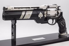 Impact Props is to thank for this Ace of Spades hand cannon, part of a gift from Bungie for actor Nathan Fillion, the man behind Destiny's Cosplay Weapons, Sci Fi Weapons, Weapons Guns, Destiny Hand Cannon, Destiny Game, Destiny Bungie, Fantasy Armor, Fantasy Weapons, Steampunk Gun