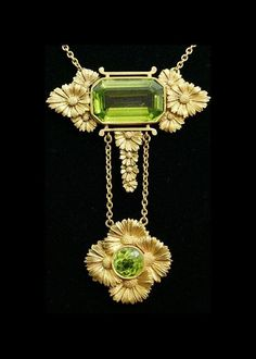 Art Nouveau peridot necklace. France 1890-1900.