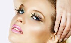 Uma das maquiagens que fazem mais sucesso em eventos noturnos ou ocasiões especiais como festas e casamentos, é a…