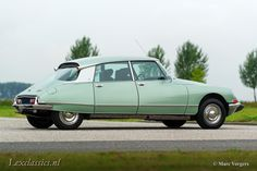 Citroen DS 21 Pallas, year Chassis number Colour 'Vert Argente' (light green metallic) with a black leather interior and grey carpet. This fabulous Citroen DS … Citroen Ds, Psa Peugeot Citroen, Cars For Sale, Vintage Cars, Classic Cars, 21st, Black Leather, Awesome, Goodies