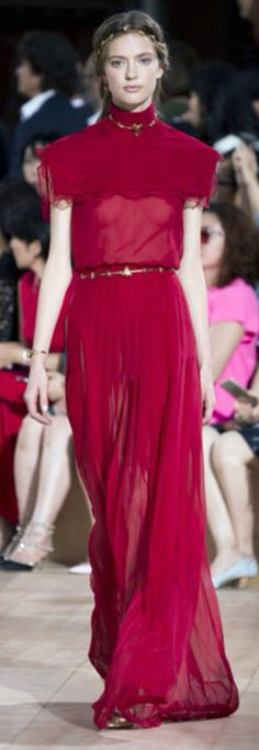 A look from the fall 2015 Valentino Haute Couture show. Red Fashion, Runway Fashion, High Fashion, Fashion Show, Valentino Garavani, Valentino Couture, Couture 2015, Couture Week, Beautiful Gowns