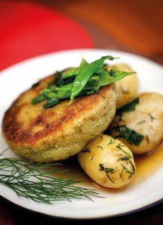 Wallenbergin haukipihvi - Kodin Pellervo Fish Recipes, Seafood Recipes, Fish And Seafood, Baked Potato, Nom Nom, Good Food, Food And Drink, Keto, Baking