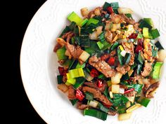 This quick stir-fry combines tender marinated flank steak with onions and leek greens, flavored with a simple but balanced sauce made with soy sauce, fish sauce, and sesame oil. Onion Recipes, Meat Recipes, Cooking Recipes, Healthy Recipes, Weeknight Recipes, Protein Recipes, Healthy Foods, Recipies, Quick Stir Fry