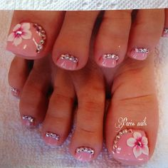 PRETTY toe nail design with rhinestones and flower nail art ideas de unas Toe Nail Flower Designs, Flower Toe Nails, Purple Toe Nails, Pretty Toe Nails, Cute Toe Nails, Diy Nail Designs, 3d Nails, Pedicure Nail Art, Toe Nail Art