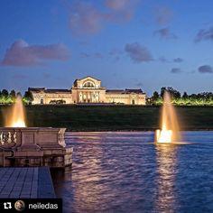 #Repost @neiledas  Windy night on Art Hill II #arthill #arthillstl @stlartmuseum #stlartmuseum #nightphotography #longexposure #forestpark #stl #stlouis #stlouisgram #reflection #reflections #grandbasin #fountains #fountain