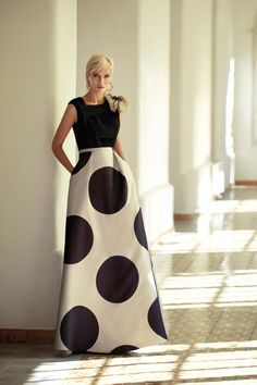 Get to know an amazing mother of the bride dress designer: Carla Ruiz and her modern approach to dressing up the MOB in style! Dot Dress, Dress Skirt, Dress Up, Gala Dresses, Evening Dresses, White Fashion, Look Fashion, Cocktail Outfit, Classy Outfits