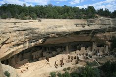 © <a href='https://commons.wikimedia.org/wiki/File:Mesa_Verde_National_Park_Cliff_Palace_2006_09_12.jpg'>Wikimedia user Andreas F. Borchert</a> licensed under <a href='https://creativecommons.org/licenses/by-sa/4.0/'>CC BY-SA 4.0</a>