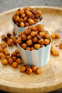 Paahdetut mausteiset kikherneet // Roasted Chickpea Snacks Food & Style Pipsa Airaksinen, Terveen hyvää Photo Pipsa Airaksinen www.maku.fi