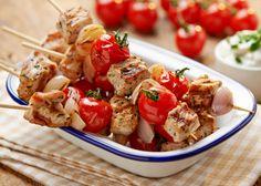 Wieprzowe szaszłyki z pomidorami i dipem twarożkowym #lidl #przepis #wieprzowina #szaszlyki #pomidor #dip #twarozek