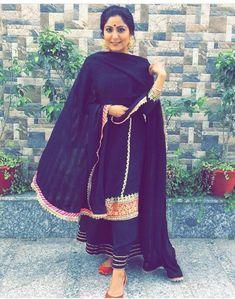@AMAN❤ Indian Suits, Punjabi Suits, Indian Wear, Salwar Suits Party Wear, Boutique Suits, Beautiful Suit, Long Tops, Fashion Outfits, Womens Fashion