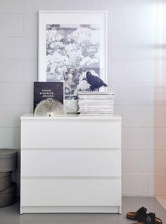 Bilde av et rom med gråmalte vegger