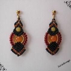 Boucles d'oreille en macramé avec des perles en pierres jaunes et oranges
