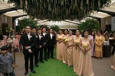 Pernikahan Nadia dan Wawan yang berlokasi di Hotel Dharmawangsa ini sangatlah cantik karena tema indoor garden yang dipilih. Yuk langsung baca!
