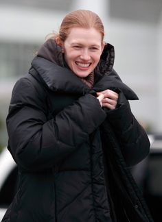 mireille enos photos   Mireille Enos Photos - Mireille Enos Braves The Cold For Work - Zimbio