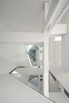Skyhouse Entry & Stairwell by David Hotson | Daily Icon