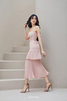 Simple Dresses, Elegant Dresses, Pretty Dresses, Beautiful Dresses, Short Dresses, Classy Dress, Classy Outfits, Dress Up Outfits, Fashion Outfits