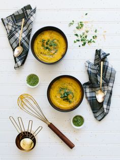Recipes || Butternut Squash Soup with Pesto | The Effortless Chic | Bloglovin'