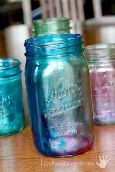 to Tint Mason Jars with Your Kids Easily! Marbleized tinted Mason jars - Learn how to tint Mason jars - the kids can even do it!Marbleized tinted Mason jars - Learn how to tint Mason jars - the kids can even do it! Mason Jar Projects, Mason Jar Crafts, Mason Jar Diy, Bottle Crafts, Crafts With Jars, Uses For Mason Jars, Tinting Mason Jars Diy, Tinted Mason Jars, Paint Mason Jars