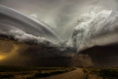 Weather Photographer of the Year capture rare and dramatic meteorological phenomena in photos — Quartz