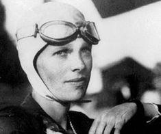 Amelia Earhart. Fue la primera mujer en completar, sin acompañantes, un viaje por el Atlántico entre el 20 y el 21 de mayo de 1932. Su celebridad le permitió promover el uso comercial de la aviación y defender, desde una postura feminista, la incorporación de las mujeres a este nuevo campo profesional.