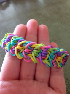 Today I was encouraged by my wonderful friend to try to make my own Rainbow Loom bracelet pattern. I was really exited when I opened my ey. Loom Bands Designs, Loom Band Patterns, Rainbow Loom Patterns, Rainbow Loom Creations, Loom Bracelet Patterns, Monster Tail, Rainbow Loom Bracelets, Over The Rainbow, Little Miss