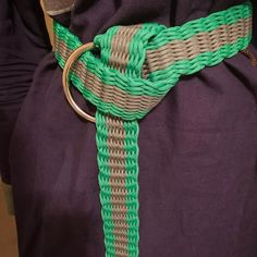Paracord Belt - idea para hacer cinturones con paracord Paracord Belt, Hair Humor, Larp, Fasion, Dragon, Nerdy, Instagram Posts, Projects, Style