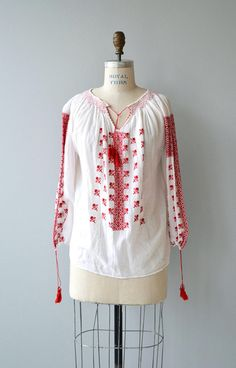 Antique 1920s lightweight cotton & silk gauze Romanian folk blouse with red embroidery and tassel tie neckline. --- M E A S U R E M E N T S --- fits like: small/medium shoulder: 19 bust: best fit up to 38 sleeve: 21 length: 24 brand/maker: n/a condition: excellent ➸ More tops & sweaters https://www.etsy.com/shop/DearGoldenVintage?section_id=5800171 ➸ Visit the shop http://www.DearGolden.etsy.com _____________________ ➸ instagram |...