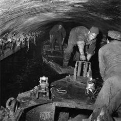 Les égouts de Paris 1955  ¤ Robert Doisneau   27 novembre 2015   Atelier Robert Doisneau   Site officiel