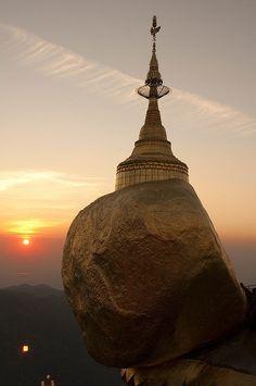 Sunset at Kyaiktiyo Rock Pagoda, Burma (by yuyu418).