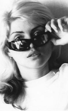 f2f98d1f655 Famous people wearing cool glasses · Picture of Deborah Harry Estilo Rock