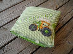 Stoffbuch Fotoalbum XL grün Traktor von Schnickel und Schnackel auf DaWanda.com Ferdinand, Sunglasses Case, Etsy, Pictures, Fabric Books, Tractor, Photograph Album