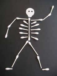 This Q-Tip Skeleton is an easy and inexpensive Halloween kids craft. This would be a great activity for preschoolers to add some spooky to the holiday! Can't wait for Halloween to make this! Fall Crafts, Holiday Crafts, Holiday Fun, Arts And Crafts, Fröhliches Halloween, Holidays Halloween, Halloween Skeletons, Halloween Class Party, Halloween Clothes