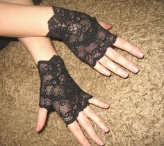 black-color-women-wear-Victorian-Gloves-2014.jpg (570×508)