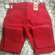 New Old Navy Rock Star Super Skinny Super Skinny Lower Rise red corduroy pants. Inseam is 29 inches. These are beautiful get them before Valentines Day. Old Navy Pants Skinny