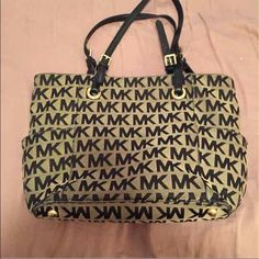 Michael Kors Tote (broken straps) Bag has no damages only the straps came apart. Michael Kors Bags Totes