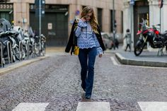 10 Style Tips On How To Wear Flare Jeans, With Awesome Outfit Ideas: How to Wear Flares: Outfit Ideas